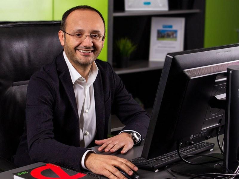 Успехът на един българин! Пътят от обикновен служител до директор