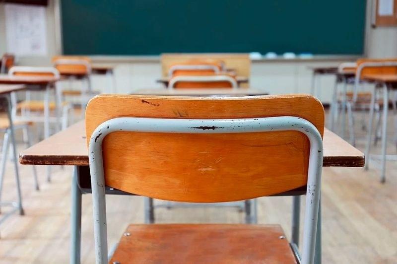 Ученичка преби дъщерята на своя учителка заради... двойка