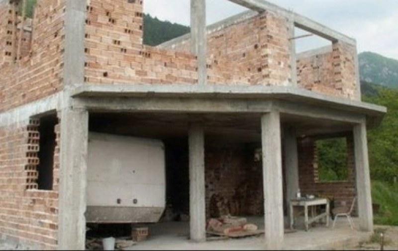 Крадци задигнаха материали от новострояща се къща край Пловдив
