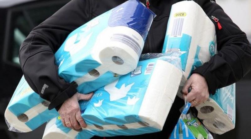 Бой заради тоалетна хартия!
