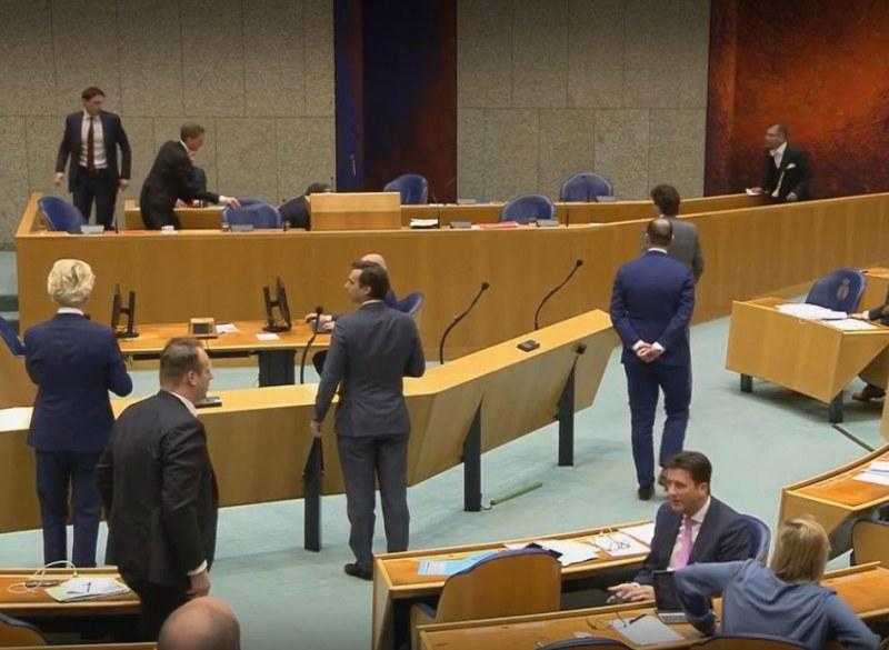 Здравен министър колабира и подаде оставка