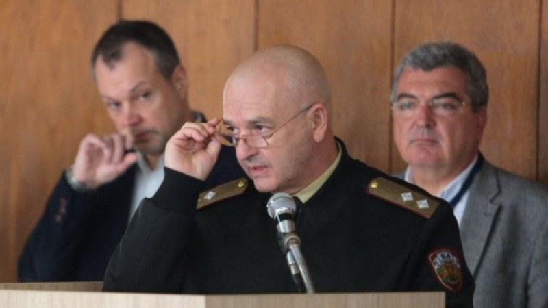 Генералът поряза БФС: Правят сметки без кръчмар