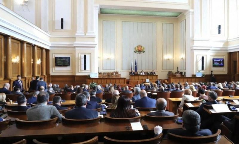 Парламентът се събира извънредно заради ветото на президента