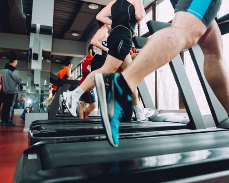 Собственик на фитнес пусна хора да тренират!
