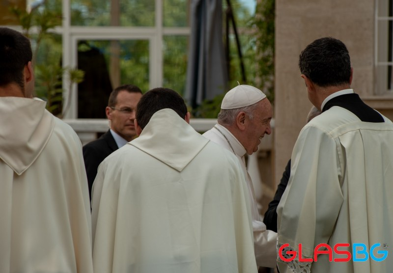 НА ЖИВО: Молитвата на Папа Франциск
