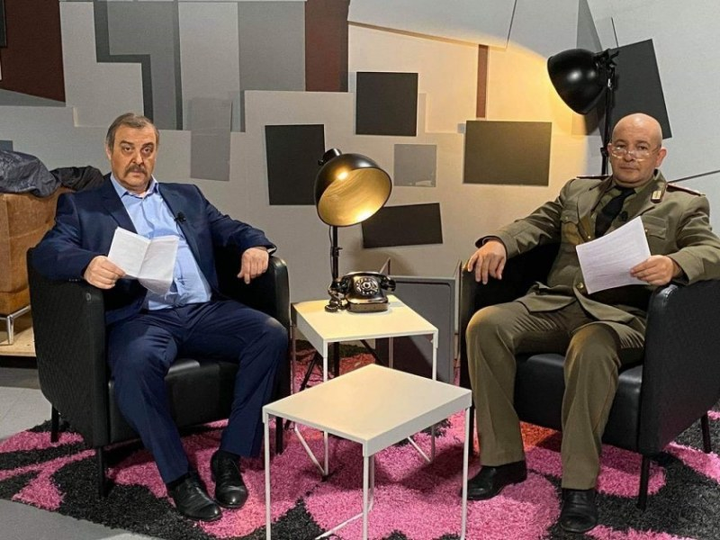 Пародия: Годжи и Краси Радков в образите на Генерала и Професора от щаба
