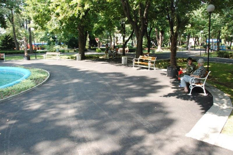 Махат пейки от парковете, за да се спазва карантината