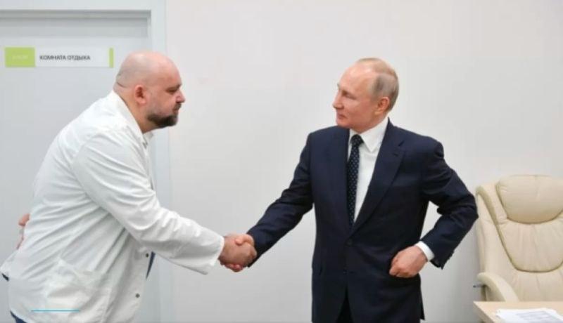 Лекарят, с когото Путин се ръкува, е заразен с коронавируса