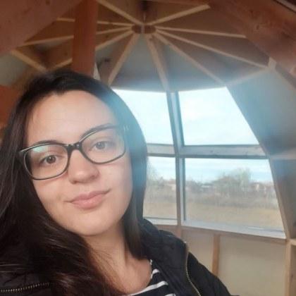 Това е момичето, което не страда от изолацията, а строи къщи ВИДЕО+СНИМКИ