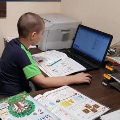 Учениците учат от къщи до 13 май!