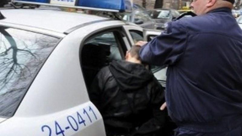 20-годишен с БМВ си спретна гонка с полицаи, но... завърши в бордюр и с белезници