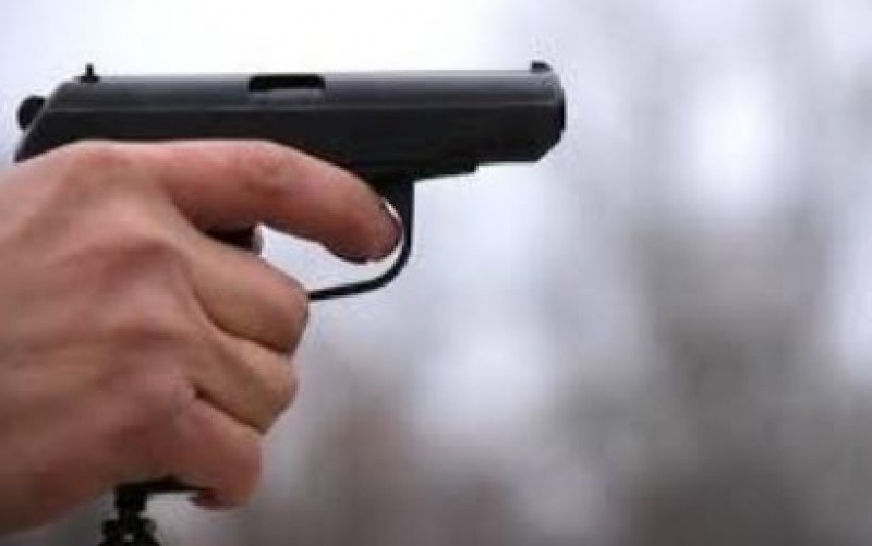 Мъж извди пистолет и стреля на КПП