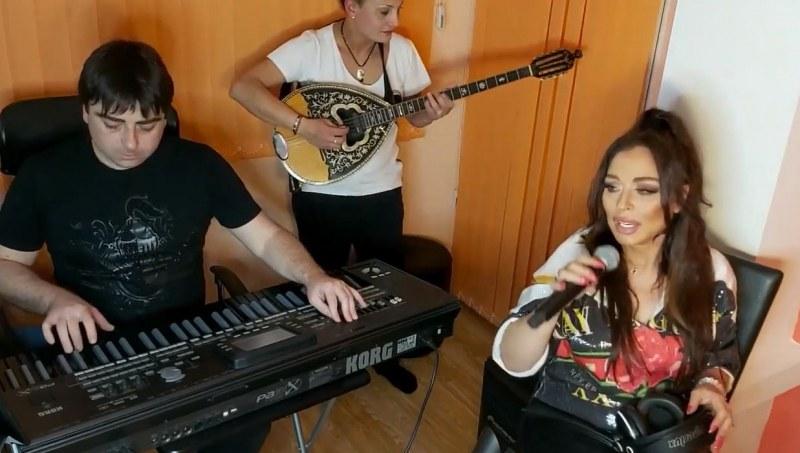 Ивана с онлайн концерт в този час ВИДЕО