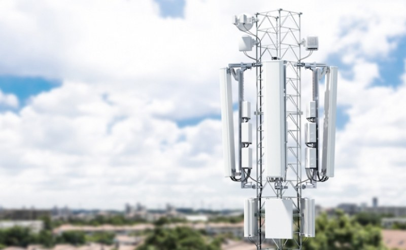 Паника? Запалиха десетки антени за 5G!