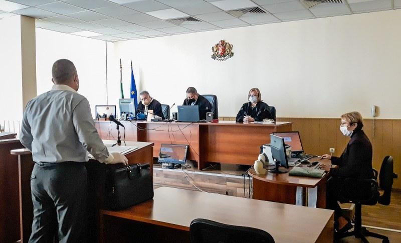 Охранителен шеф в Пловдив, спипан с две касети пари, отива на съд!
