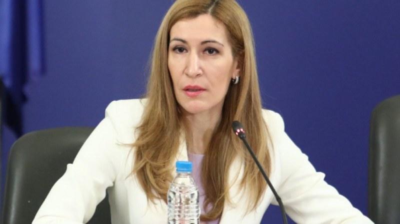 Ангелкова с отговор за исканата й оставка