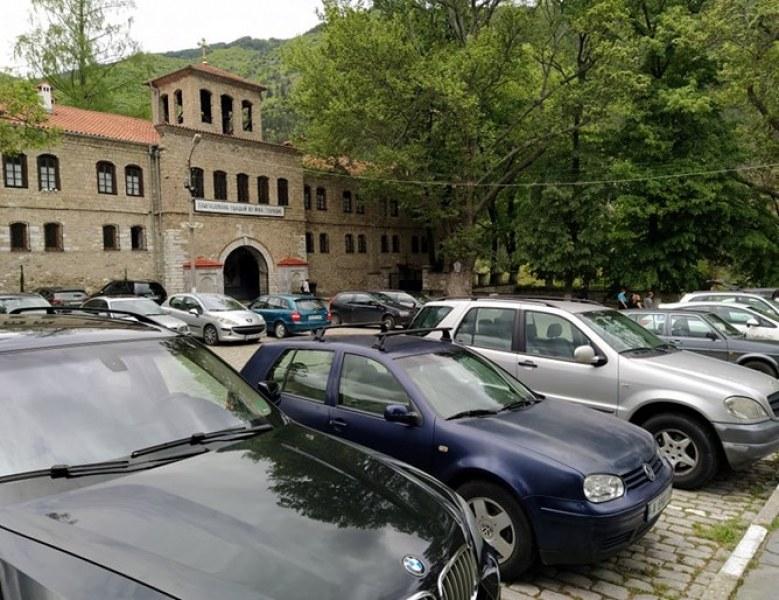 Бачковският манастир се върна към живот, отвориха и сергиите