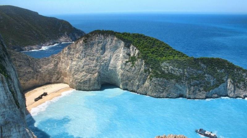Отпаднаха строги мерки заради COVID-19 в Гърция! Кога отварят плажовете?
