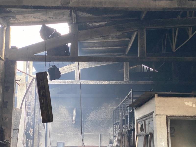 Вижте какво остана след пожара в 20 склада в Пловдив СНИМКИ