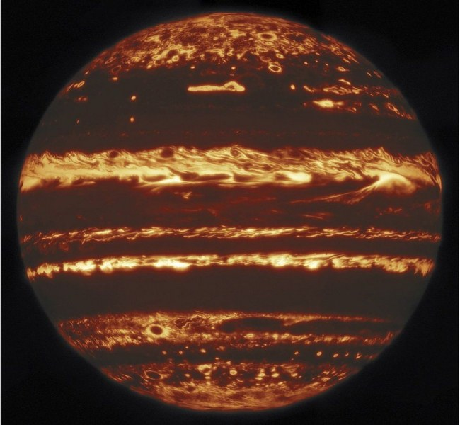 Учените получиха невероятен образ на Юпитер