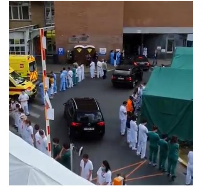 Протест! Медици обърнаха гръб при посещение на премиер  ВИДЕО