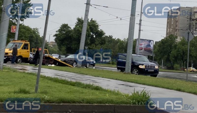 Джип и кола с тежък удар в Пловдив СНИМКИ