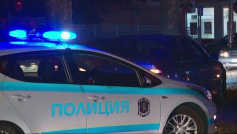 Пияна следователка и другар по чашка биха и пръскаха със спрей полицаи