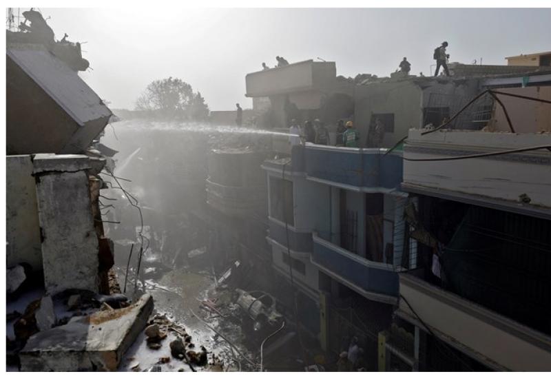 Има оцелели след бруталната катастрофа на самолет в жилищен район  ВИДЕО