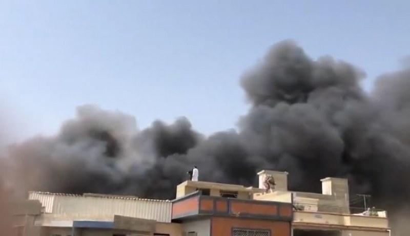 Пътнически самолет със 100 души се разби в жилищен квартал