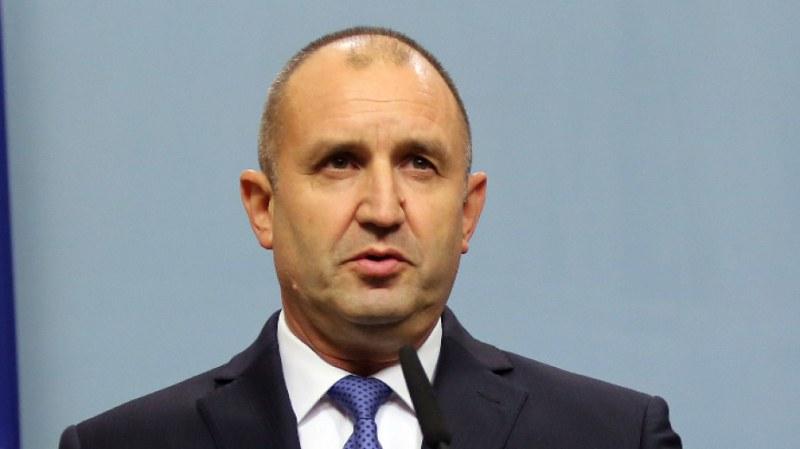 Президентът Румен Радев удостои с отличие гимназии в Пловдив и Пазарджик