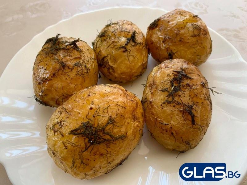 Изпитана рецепта за печени пресни картофки с копър