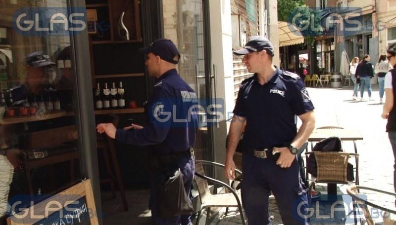 Полицаи завардиха заведения в Пловдив СНИМКИ
