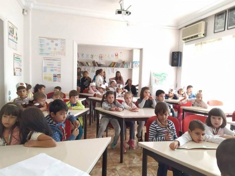 Двоен празник за българско училище зад граница