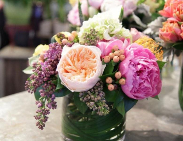 Как лесно и бързо да съживите цветята вкъщи?