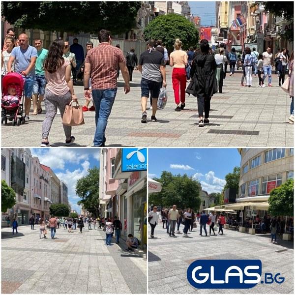 Пловдивчани плъзнаха на талази по Главната, изкрещели наум: Корона, чао! СНИМКИ
