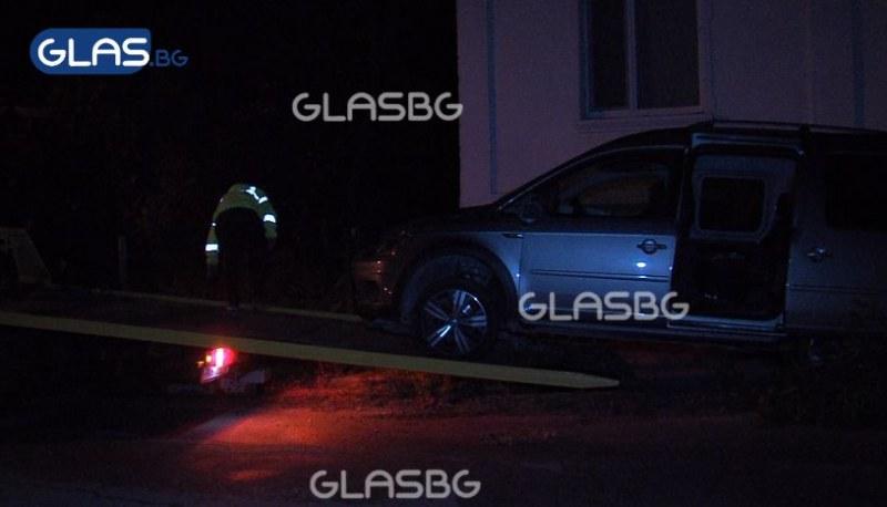 ИЗВЪНРЕДНО: Кола се вряза в група хора край Пазарджик, има жертва и ранени! ВИДЕО*