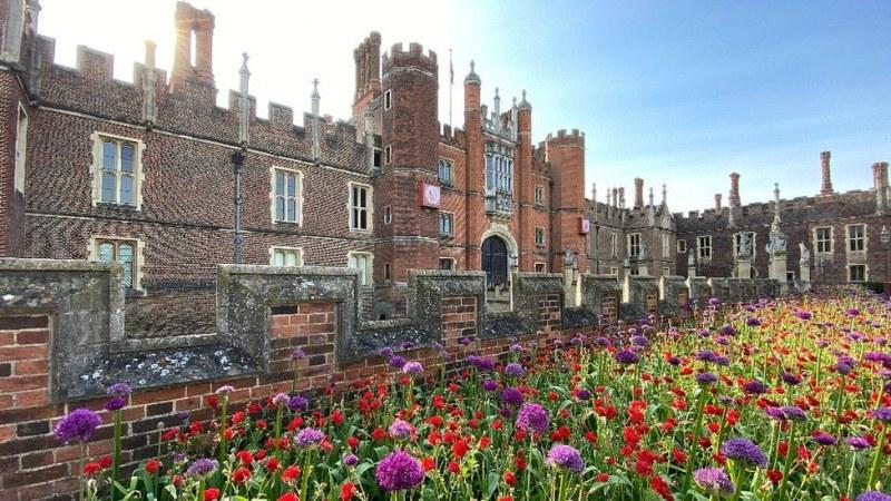 Какво е да изкараш карантината в двореца на Хенри VIII