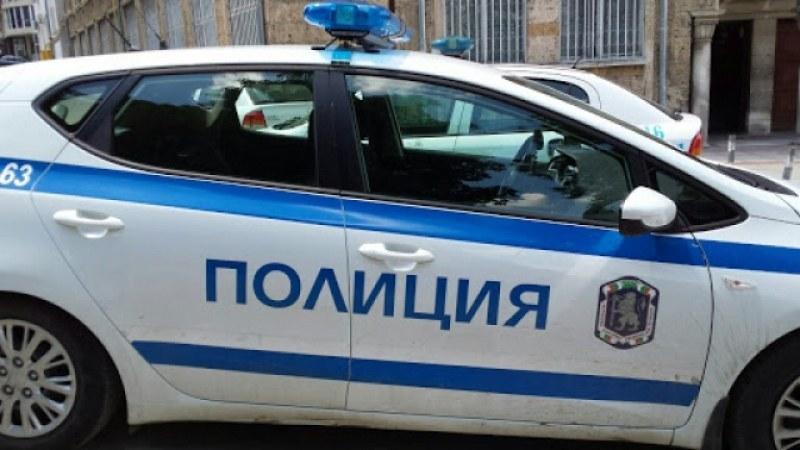 Разследващ полицай съблякъл малко момиче голо! ВИДЕО