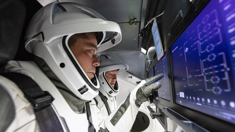 Двамата астронавти в капсулата на SpaceX я кръстиха