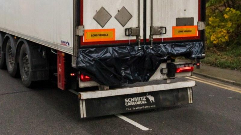 Задържаха хладилен камион със 113 мигранти!
