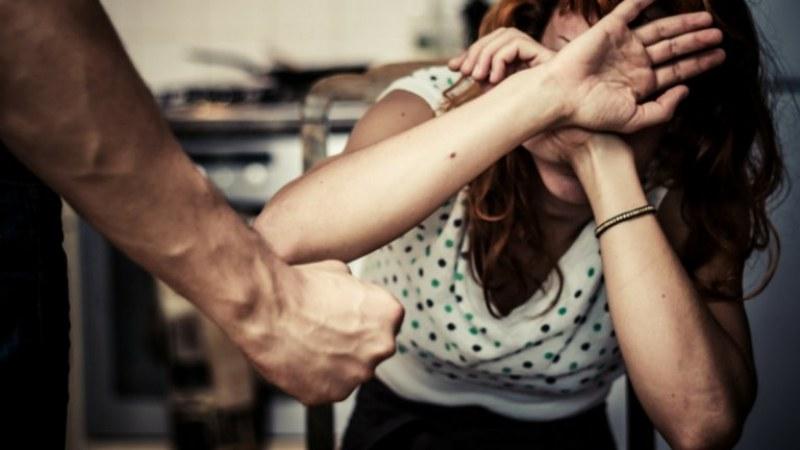 Мъж преби жена си! С кръвозагуба и множество порезни рани по лицето е