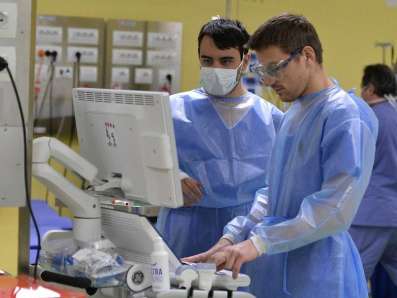 Италиански лекари твърдят, че коронавирусът се самоунищожава!