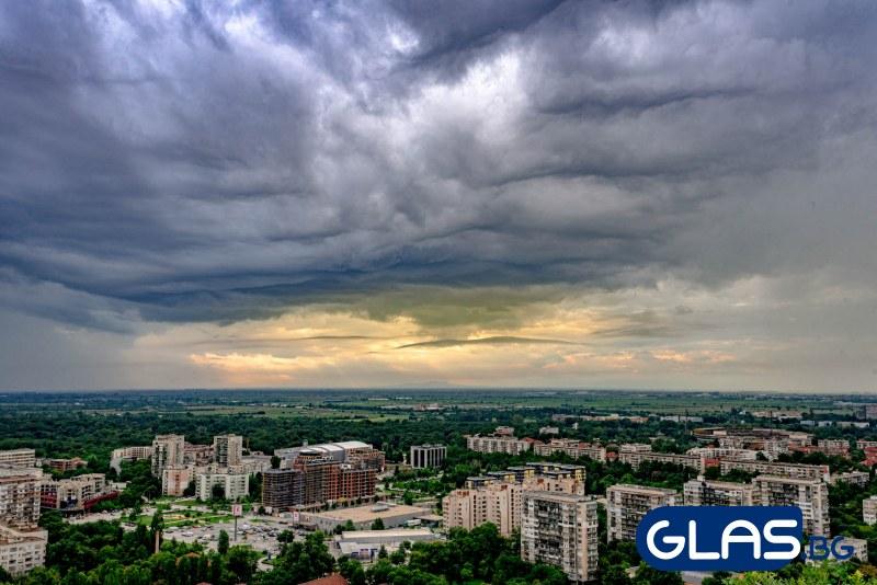 Слънцето днес ще наднича през облаците!