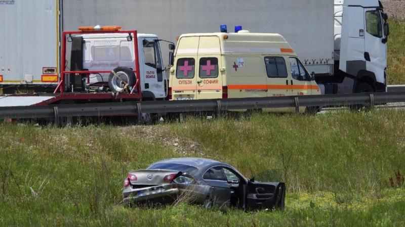 Тежка катастрофа в София! Мъж и жена са ранени, има коли на НСО СНИМКИ