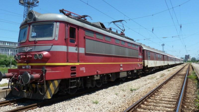 Влак прегази лежаща върху релсите млада жена!
