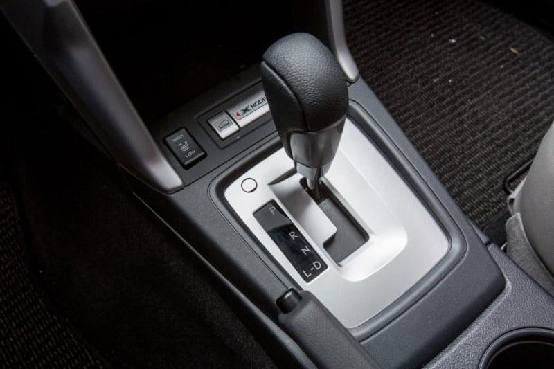 Защо да се откажете от покупката на автомобил на старо с автоматична трансмисия