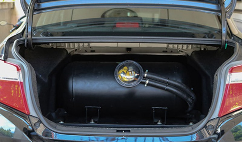 Данъкът за коли с газова с 50% намаление