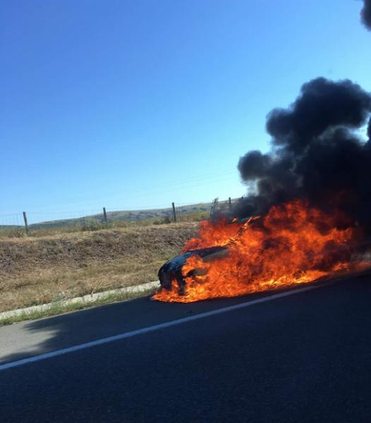 Кола се запали в движение на АМ