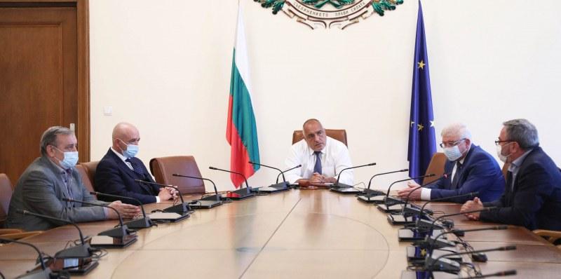 Премиерът на спешна среща с Щаба - ето какво си казаха СНИМКИ