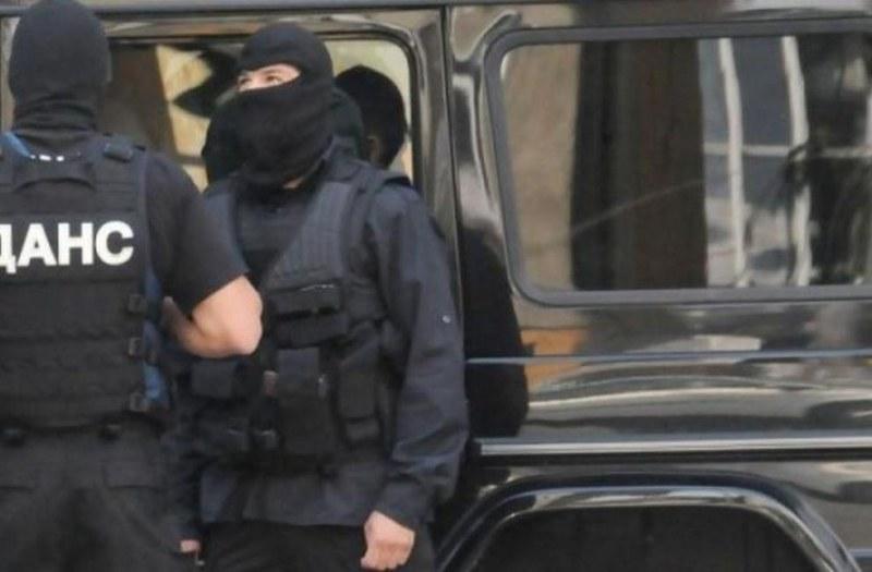 ИЗВЪНРЕДНО: Задържаха 15 терористи в Бургас!